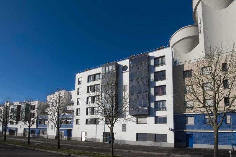 Vue dégagée à Rouen dans une résidence moderne - Image 1