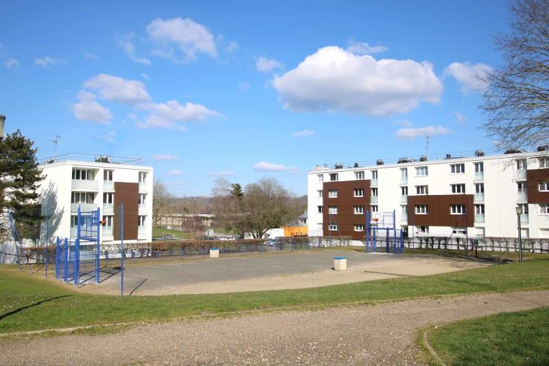 Grand appartement F3 à Saint-Etienne-du-Rouvray, proche du centre-ville - Image 1