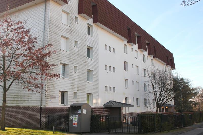 1 pièce avec un balcon à Canteleu - Image 1