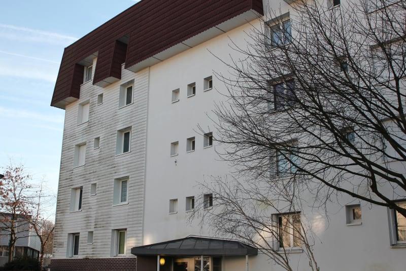 1 pièce avec un balcon à Canteleu - Image 2