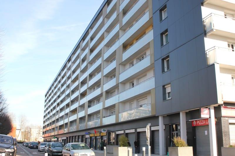 4 pièces dans quartier résidentiel à Canteleu - Image 1
