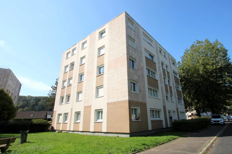 Appartement T4 proche du collège à Cany-Barville - Image 1