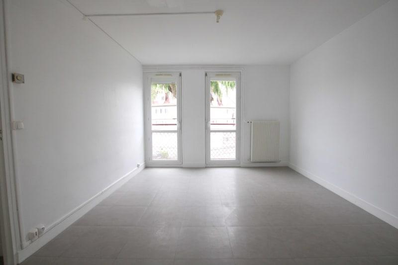 Appartement F4 en location proche du centre-ville de Rives en Seine - Image 2