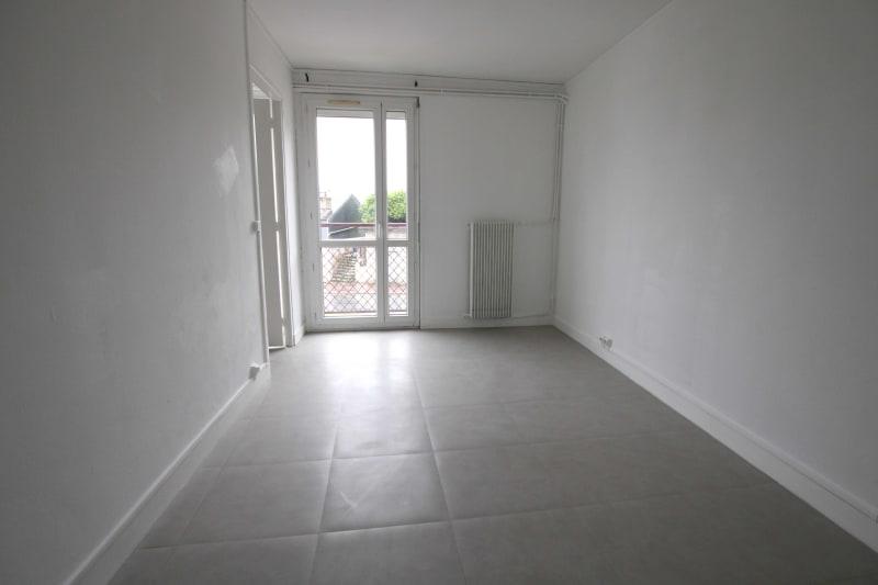 Appartement F4 en location proche du centre-ville de Rives en Seine - Image 3