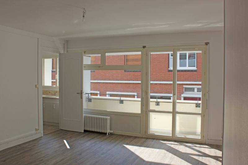 Appartement de 3 chambres refait à neuf. Plein centre d'Elbeuf : à deux pas des commerces - Image 2