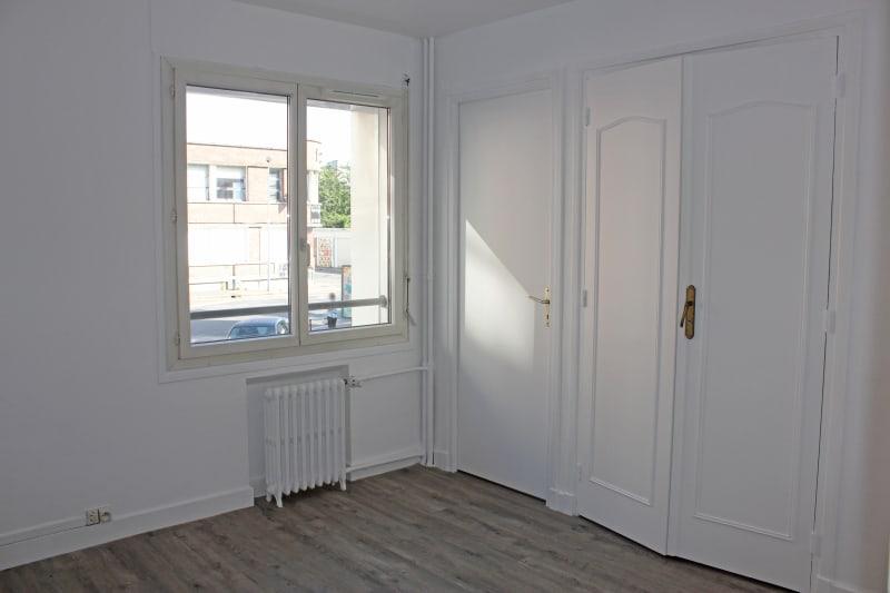 Appartement de 3 chambres refait à neuf. Plein centre d'Elbeuf : à deux pas des commerces - Image 4