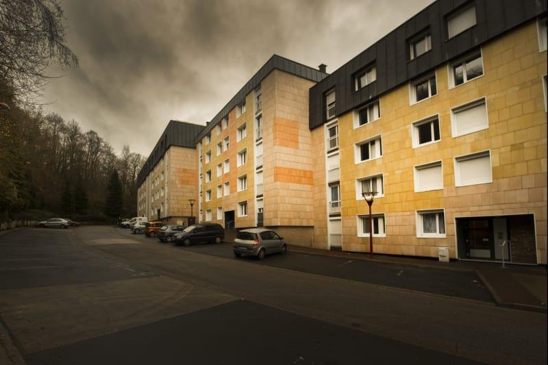 Grandes surfaces et luminosité à Elbeuf dans un cadre verdoyant - Image 6