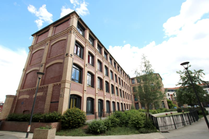 Plein centre d'Elbeuf proche de l'IUT dans un bâtiment chargé d'Histoire - Image 1