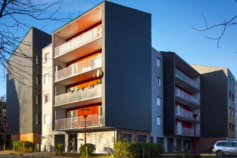 A Elbeuf, F1 proche de la Seine et des commerces - Image 1
