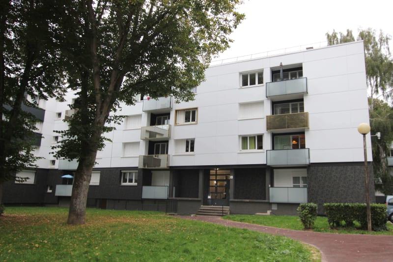 Grand appartement T4 en location à Maromme, proche du centre-ville - Image 3