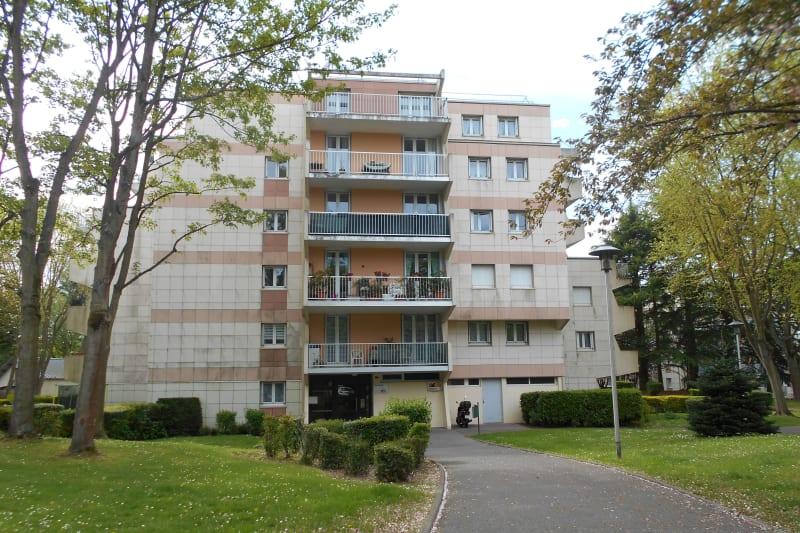 Appartement lumineux dans un cadre verdoyant à Mont-St-Aignan - Image 1