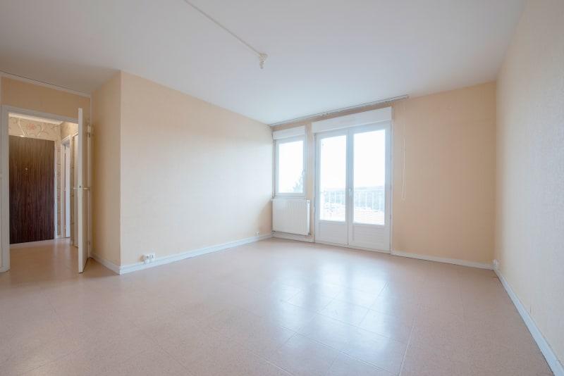 Vue dégagée et appartement spacieux à Notre-Dame de Bondeville - Image 4