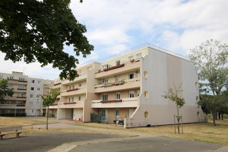 F3 avec grande terrasse à St-Aubin-les-Elbeuf - Image 1