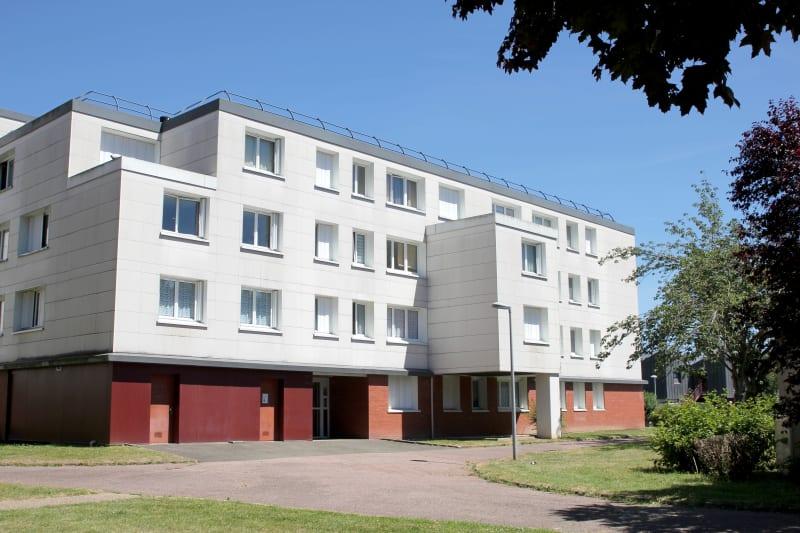 Centre-ville de St-Léger-du-Bourg-Denis, T3 avec vue dégagée - Image 2