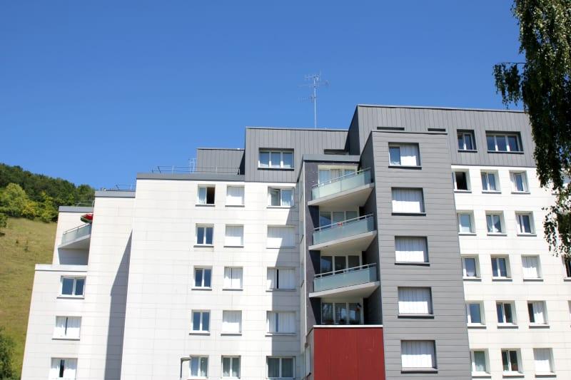 Centre-ville de St-Léger-du-Bourg-Denis, T3 avec vue dégagée - Image 3