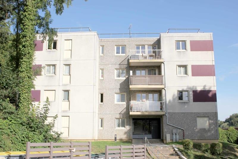Appartement studio à louer à Auffay, à 2 min. du centre-ville - Image 1