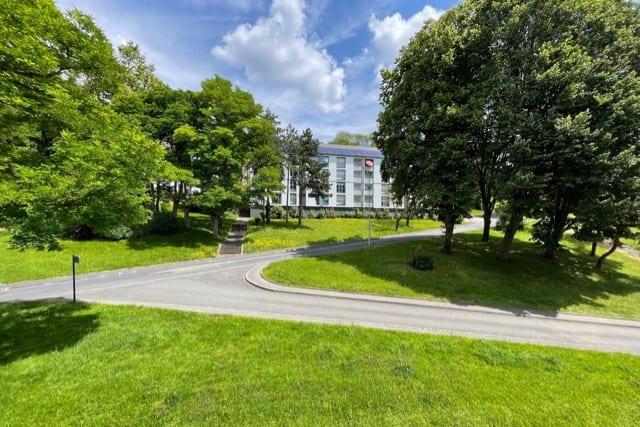 Résidence entourée d'espaces verts à Déville-lès-Rouen - Image 1