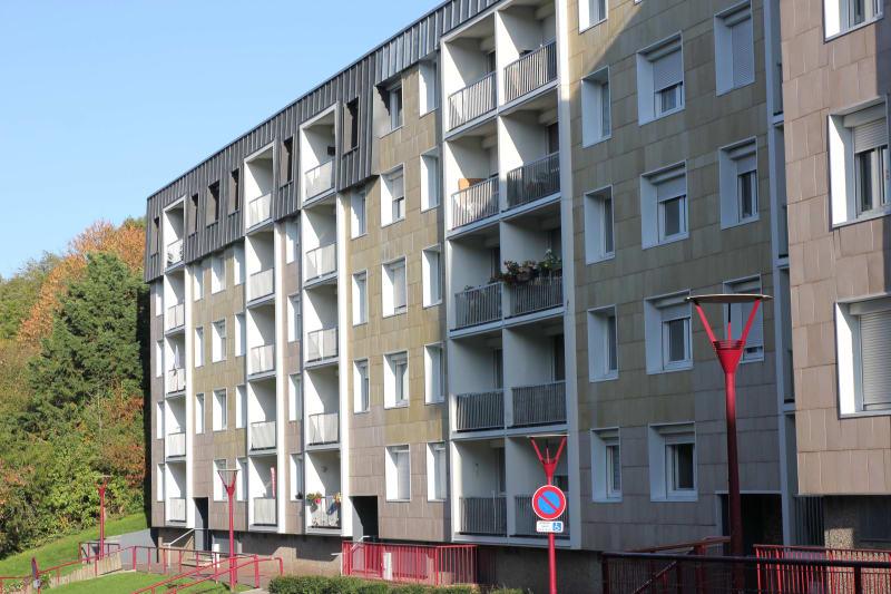 Appartement F4 en location à Elbeuf dans un cadre verdoyant - Image 1